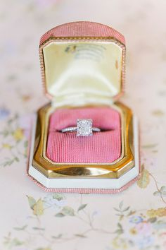 sparkly engagement ring | Annabella Charles #wedding