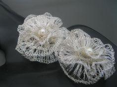 Movimiento así las llamo mis flores en movimiento tejidas en hilos de plata a crochet ¡¡¡novias ¡¡¡ Marita Marquez