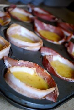 Eggs and bacon in a muffin cup . so adding a few veggies when I try this (and precooking the bacon a little) Best Low Carb Recipes, Favorite Recipes, Oeuf Bacon, Bacon Egg Cups, Lard, Cupcakes, Foods To Eat, Food Festival, Breakfast Recipes