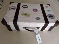 valise en carton réalisée a partir d'une boite a chaussure Carton Diy, Travel Themes, Free Prints, Suitcase, Diy And Crafts, Wraps, Baby Shower, Projects, Centre
