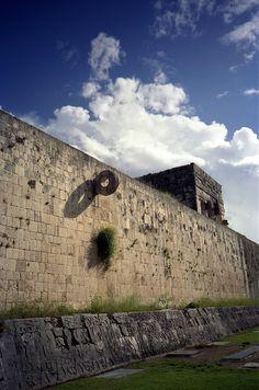 La ciudad prehispánica de Chichén Itzá fue la capital más sobresaliente del área Maya. Aztec Ruins, Mayan Ruins, Ancient Aliens, Ancient History, Mexico Wallpaper, Maya Civilization, Aztec Culture, Aztec Art, Strange History