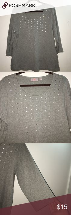 Quaker factory gray top Gray top , very beautiful and in very good condition!! 100% cotton Quaker Factory Tops Tunics