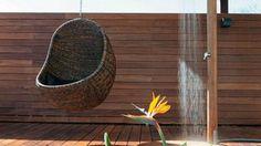 Les fauteuils suspendus pour l'extérieur // http://www.deco.fr/loisirs-creatifs/actualite-698726-tuto-tabouret-beton.html
