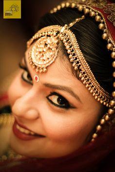 Mathapatti - Gold matha patti with ghungroos on patti and kundan and ghungroo tikka | WedMeGood #wedmegood #maangtikka #mathapatti