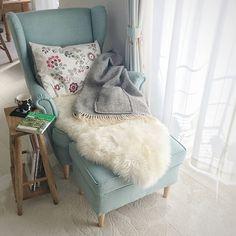 ず~っと座っていたい♡とびきりリラックスできるソファ   RoomClip mag   暮らしとインテリアのwebマガジン Blanket, Home, Ad Home, Blankets, Homes, Cover, Comforters, Haus, Houses