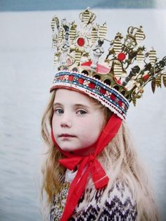 """""""Maria"""" wears a traditional Norwegian bridal crown from Hardanger, and a stranded Norwegian sweater by Lili Gaufrette. Photo by the Norwegian photographer Sandie Carol Dougnac, for Milk Magazine. Fashion Kids, Look Fashion, Fashion Shoot, Pull Jacquard, Milk Magazine, Swedish Style, Norwegian Style, Norwegian Wedding, Nordic Style"""