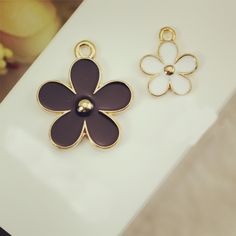 Find More Charms Information about 10pcs/lot Small daisy floating Enamel Charms Alloy Pendant fit for necklaces bracelets DIY Female Fashion Jewelry Accessories,High Quality pendant bulb,China charm added Suppliers, Cheap pendant and charms from Playful beauty department store on Aliexpress.com