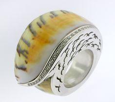 RING SHELL: white gold, 26 diamonds 0,23 ct. 16OS0009