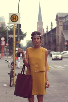 Look Boho Chic with a Headpiece Gala Gonzalez, 70s Fashion, Look Fashion, Fashion Beauty, Fashion Ideas, Look Boho Chic, Mustard Dressing, Inspiration Mode, Fashion Inspiration
