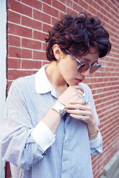 Check Out 21 Short Curly Pixie Hairstyles We Love. The pixie hairstyles are the best idea for a new style of summer. Short Curly Pixie, Messy Curly Hair, Curly Pixie Hairstyles, Modern Short Hairstyles, Short Curly Haircuts, Curly Hair Cuts, Curly Hair Styles, Hairstyle Short, Haircut Short