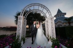 Wedding portrait at Picture Point outside Disney's Wedding Pavilion. Photo: Jacob, Disney Fine Art Photography