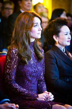 Kate Middleton, duchesse de Cambridge, et le prince William étaient le 21 octobre 2015 les hôtes du président chinois Xi Jinping et son épouse Peng Luyan, présents à leurs côtés à Lancaster House, à Londres, pour une série d'événements dans le cadre de leur visite officielle. Robe : Dolce and Gabbana