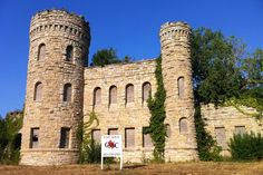 We were on our way to find some BBQ in Kansas City, Missouri, when we caught sight of what appeared to be a castle at and Vine. We veer. Abandoned Mansions, Abandoned Buildings, Abandoned Places, Rosedale House, Excelsior Springs, Kansas City Missouri, U.s. States, Urban Life, City Streets