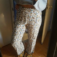 Forever 21 pants!! Nice printed pants, high waisted or can wear them regular, beautiful combination of colors Forever 21 Pants Boot Cut & Flare