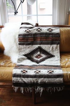 Cowgirl Home: Decorating with Navajo Rugs - COWGIRL Magazine - List of the best home decor Southwestern Decorating, Southwest Decor, Southwestern Style, Southwestern Outdoor Decor, Southwestern Blankets, Native American Blanket, Native American Decor, Native American Bedroom, Aztec Decor
