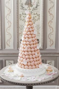 Macaron Cake Laduree Paris Macaron cake Cake and Macarons Croquembouche, Candybar Wedding, Wedding Cakes, Macaron Wedding, Diy Wedding, Wedding Reception, Wedding Ideas, Cake Pops, Macaron Tower