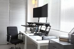 The VARIDESK Single looks stunning in a modern office environment. Easily moved to where ever you choose to work Sit To Stand, Stand Up Desk, Office Desk, Home Office, Adjustable Height Desk, Office Environment, Desk Accessories, Studio, Modern