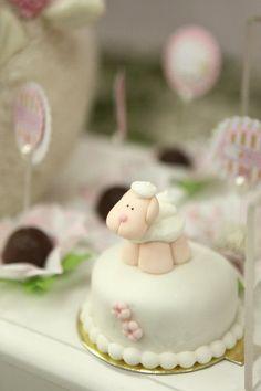 O primeiro aniversário da Luísa foi super delicado, como pediu sua mãe, Dayana Leandro.   Fizemos tudo com o maior carinho e o resultado...