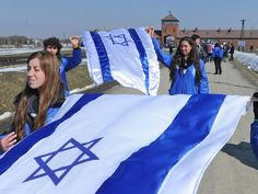 Israeli students to get scholarships for using social media to defend Israel