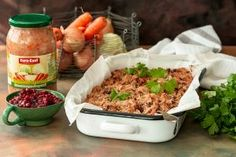 Syksy on sadonkorjuun aikaa, mutta kaalilaatikon valmistuksessa voi vähän oikaistakin. Euro-Eastin Venäläinen hapankaali taipuu mainiosti kaalilaatikon pohjaksi ja nopeuttaa ruoan valmistusta. Kokeile! Euro, Kimchi, Fried Rice, Bbq, Meat, Chicken, Ethnic Recipes, Food, Lasagna