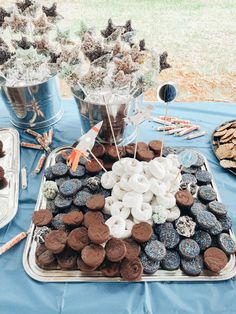A fun + easy Space Themed Birthday Party that's out of this world! With the help of Perfect Party In A Box, have everything you need for your next party! 2nd Birthday Party Themes, 1st Boy Birthday, Boy Birthday Parties, Birthday Ideas, Astronaut Party, Space Party, Space Theme, Brit, Food Themes