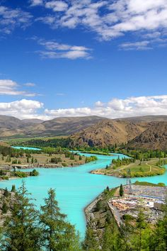 picturesque turquoise lake of Benmore, New Zealand