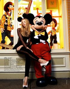 Stella McCartney with Mickey by David Burton David Burton, Disney Dream, Disney Style, Disney Love, Disney Magic, Viaje A Disneyland Paris, Elissa, Stella Mccartney, Givenchy