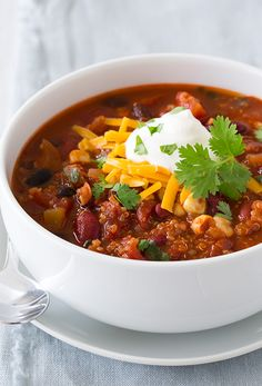 Quinoa chili from Cooking Classy. Image from Cooking Classy. Quinoa Chili Yield: About 6 servings Ingredi. Chili Recipes, Veggie Recipes, Whole Food Recipes, Soup Recipes, Dinner Recipes, Lunch Recipes, Breakfast Recipes, Recipies, Vegetarian Quinoa Chili