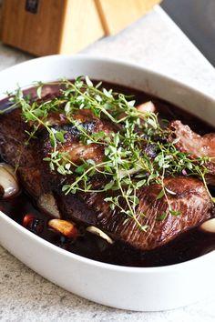 Spidsbryst klar til at komme i ovnen - Nelly Gourmet Recipes, Dinner Recipes, Healthy Recipes, Danish Food, Slow Food, Food Inspiration, Carne, Great Recipes, Bacon
