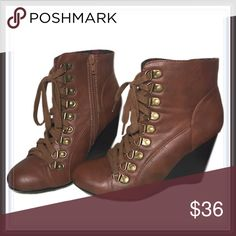 """Steve Madden Lace up wedge booties ➖SIZE: 6.5 - ➖BRAND: Madden Girl : ➖STYLE: Brown lace up booties (functional zipper on the side) with dark brown wedges that are 3.5"""" tall : with minimal wear- shown in photos  ❗️NONE OF THE PHOTOS ARE STOCK- all are of the actual shoes. ❌NO TRADE Madden Girl Shoes Ankle Boots & Booties"""