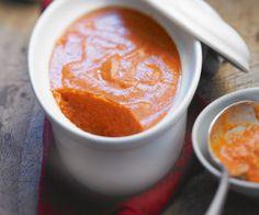 Recette à base de légumes : Mousse d'aubergines et tomates, à adapter à de nombreux légumes : faire une purée de légume à mélanger avec des blancs d'oeufs battus en neige et de la fécule de maïs, (puis cuire au bain-marie?)