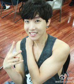 BTS Arms Appreciation (Hyung line) Maknae line *You're welcome. Rapmon: Ummmmmm wtf friend get out its not allowed J-Hope: He is like last on my bias list (ily hobi) but damn. Bts J Hope, J Hope Selca, J Hope Gif, Namjoon, Taehyung, Jung Hoseok, Jimin, Bts Bangtan Boy, Seungri