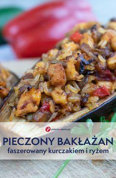 Pieczony, faszerowany bakłażan to świetny pomysł na szybki obiad lub pomysłową przekąskę na domowe przyjęcie. To także nieoceniona porcja zdrowia. Sprawdź nasz przepis na bakłażany faszerowane kurczakiem, ryżem, pieczarkami i warzywami z dodatkiem aromatycznych przypraw, zapiekane w piekarniku. #obiad #przepisy #bakłażan #kurczak #recipes #eggplant #rice Kung Pao Chicken, Meat, Ethnic Recipes, Food, Eten, Meals, Diet