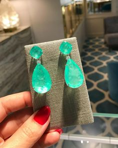 Angelina Jolie Hollywood Star Natural Neon Colombian Emerald Muzo Earrings value Emerald Earrings, Emerald Jewelry, Silver Jewelry, Fine Jewelry, Drop Earrings, Jewellery, Jewelry Accessories, Jewelry Design, Jewelry Ideas
