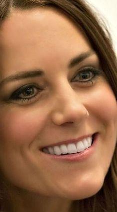 Kate Middleton Outfits, Middleton Family, Duchess Kate, Duchess Of Cambridge, Kate And Pippa, Queen Kate, Sarah Ferguson, Close Encounters, Royal Jewelry