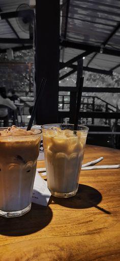 Aesthetic Coffee, Aesthetic Food, Coffee Cozy, Coffee Art, Sleepover Food, Snap Food, Food Snapchat, Indonesian Food, Food Photography