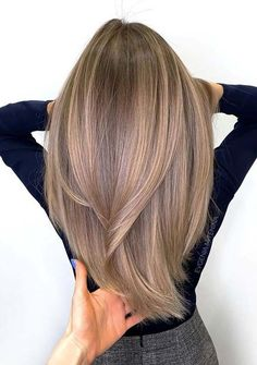 Brown Hair Colors Discover 50 Best Layered Haircuts and Hairstyles for 2020 - Hair Adviser Layered hair is a top choice in Having trouble finding a perfect cut for you? Weve got a really good list of layered hairstyles for women check out! Layered Haircuts For Women, Layered Hairstyles, Summer Hairstyles, Haircuts For Long Hair Straight, Wedding Hairstyles, Amazing Hairstyles, Hairstyles Pictures, Simple Hairstyles, Everyday Hairstyles