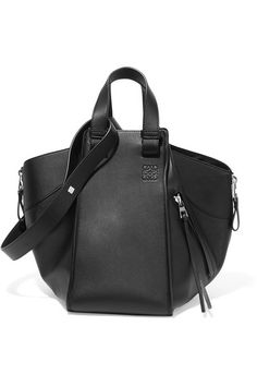 Black leather (Calf) Open top Comes with dust bag Weighs approximately 4.4lbs/ 2kg Made in Spain