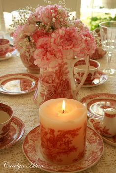 It's hard to resist Toile . Red~White Toile candle - so unique! Red And Pink, Red And White, Dresser La Table, Red Cottage, Decoration Table, Vintage China, Pillar Candles, Pink Candles, Tea Pots