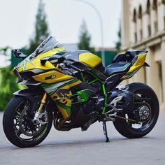 What do you think about the Kawasaki by Supercars Exotics Motors Yamaha Bikes, Kawasaki Motorcycles, Cars And Motorcycles, Futuristic Motorcycle, Motorcycle Bike, Ducati, Image Moto, Moto Design, Custom Sport Bikes