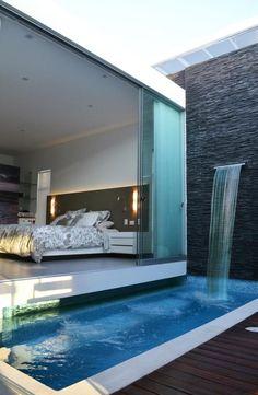"""Me gusto este por el contraste de la piedra """"slate"""" con el azul de la pileta y el borde blanco. Idea: cascada de algun tipo o combinacion de pisos"""