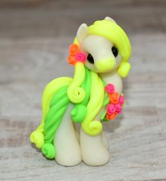 Genuine and original polymer clay sculpture designed and handmade with love by Elisabete Santos Polymer Clay Figures, Polymer Clay Sculptures, Polymer Clay Animals, Cute Polymer Clay, Cute Clay, Polymer Clay Projects, Polymer Clay Charms, Polymer Clay Creations, Sculpture Clay