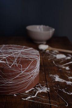 cobweb cake - marshmallow cake - chocolate cake - halloween cake - cake - chocolate haunted cake - baking fun - baking ideas