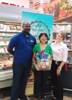 We ran a competition in partnership with the Grabouw Spar for a lovely EFRC hamper. We would like to congratulate Rene du Toit who was chosen as our winner. In the picture, our rep Patrick is handing over the hamper to Rene.