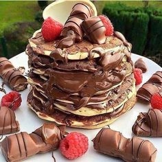 Find and save your favorite chocolate desserts. Collect your ultimate chocolate collection from milky sweet to dark decadence. Cute Food, Good Food, Yummy Food, Baking Recipes, Snack Recipes, Dessert Recipes, Köstliche Desserts, Delicious Desserts, Junk Food Snacks