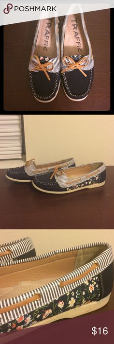 Súper CUTE FLATS! Just worn twice! Traffic flats! They are navy blue but have some stripes and floral details! Size 10! I just worn them twice! Shoes Flats & Loafers
