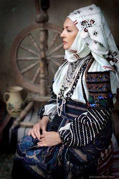 Woman from North Bucovina (Romania) | via Facebook, folklore, romania, and woman image