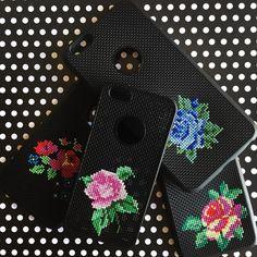 Cross stitch phone case (@atolyemaris)