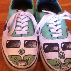 Drive your bus whit sneakers