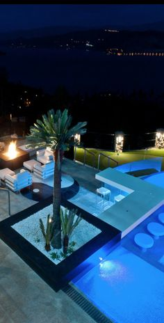 Loveeeeee & want!!!!!! A chill spot a bar that u can sit at inside or outside the pool plus the pool awesome!!